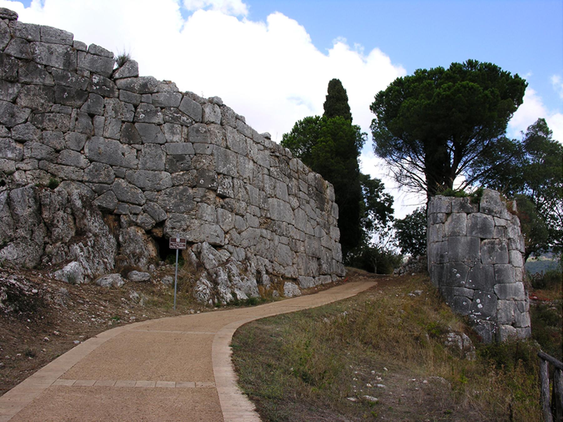 ParcoArcheologicodiNorba_PortaMaggiore_01.jpg